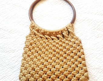 Vintage Macrame Shoulder Bag - Wood Ring Handle - Boho Hippie Style - Tan Brown - Festival Fashion - Crochet Bag - 1970s 70s