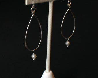 Sterling silver hammered hoop and pearl earrings - Emily