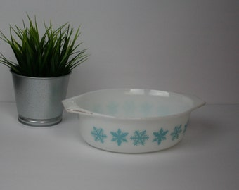 Vintage White & Turquoise Pyrex Snowflake Serving Dish, 1.5 qt