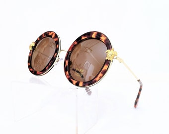 Round Sunglasses With Sea Turtle