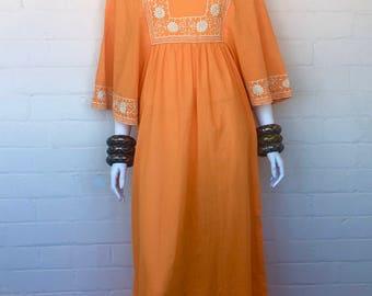 Vintage 70s Embroidered Maxi Dress//Angel Sleeve Maxi Dress//70s Hippie Boho Maxi Dress