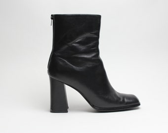 90's black leather chunky structural heel minimalist ankle boots US 8