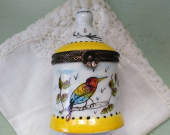 Bird pill box from Limoges French porcelain hand painted. Trinket Box. Limoges bird pillbox