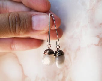 Natural stones in your earrings. Pure white.