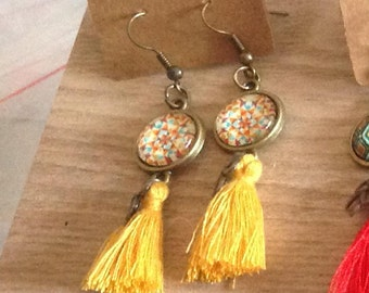 "Earrings ""geometrical designs"" bronze tone 12 mm glass cabochon. Tassel. Leaf charm. MUSTARD"