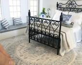 Miniature floor rug - round vintage blue - Dollhouse - Diorama - Roombox - 1:12 scale