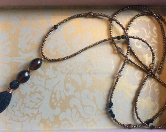 Necklace in bronze and black beads
