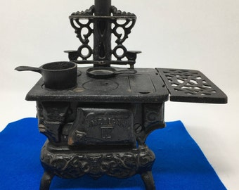 American Iron Stove With Pans, Salesman Stove Sample, Cast Iron Miniature Stove, Cast Iron Toy Stove With Pans