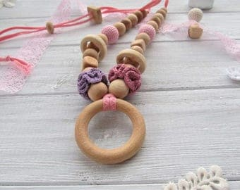 Pink Purple Crochet Teething Necklace Wooden Rings Nursing Necklace Biting Beads Gift for Newborn Juniper Teether Toy Breastfeeding Jewelry