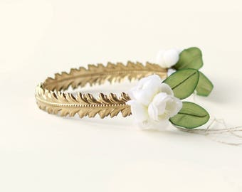 Golden bridal headpiece, Unique metal crown, 1920's inspired deco crown, Gold laurel leaf headpiece, White flower, Vintage wedding crown