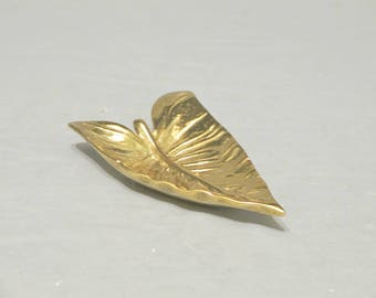 Vintage Brass Calla Lily Leaf Ring Holder / Virginia Metalcrafters Small Golden Dish Vanity Earrings Tray, Office Desk Decorative Accessory