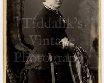 CDV Photo Victorian Young Pretty Woman Standing Portrait Instantaneous Process - Halifax, Blackpool England - Carte de Visite Antique Photo