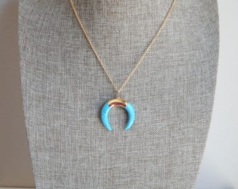 Turquoise double horn pendant necklace with gold chain, beach boho, layering necklace, boho style, summer jewelry, blue and gold