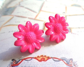 Silver tone resin daisy flower cabochon stud earrings pink