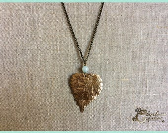 Bronze leaf necklace and stones of amazonite semi-precious made entirely by hand.
