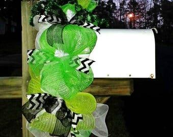 Saint Patrick's mailbox swag, Spring mailbox swag, green mailbox swag, shamrock decoration, St. Patrick's day wreath mailbox