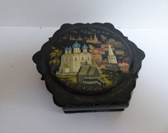 19th or Early 20th Century Russian Lacquer papier mache box.