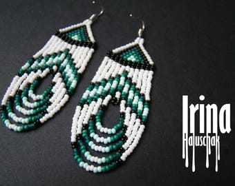 White and emerald Native american style beaded earring Seed bead earrings Emerald earring Fringe earring Native earrings Dangle earring Boho