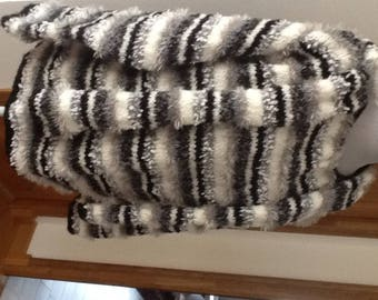 Black woman 42/44 white gray Wool Sweater with matching scarf