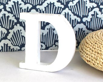 Lettre D en bois à poser blanc patiné pour une décoration personnalisée, un mariage, un anniversaire, une naissance _ mylittledecor