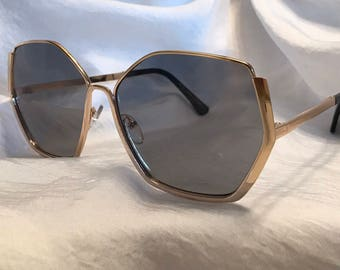 Sade black (Gold frame)