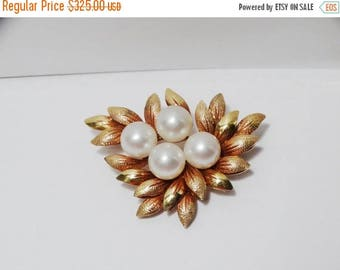 ON SALE Vintage 14k Yellow Gold Leaves Pearl Pin/Brooch.