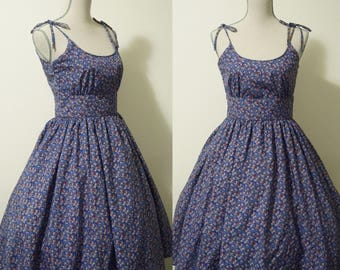 Picnic dress in floral. 1950s/1960s handmade vintage reproduction swing/pin up /rockabilly dress. Tea length