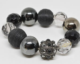Lovely Black and White Strechable Beaded Bracelet