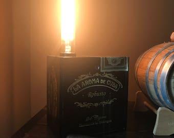 La Aroma De Cuba cigar box lamp