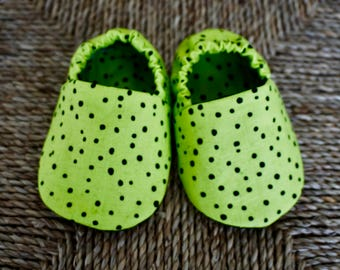 Black and Green Baby Shoes, Crib Shoes, Soft Sole Baby Shoes, Baby Bootie, Baby Moccs, Baby Moccasins, Baby Booties, Baby Shower Gift