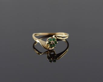 10k 0.10 CTW Emerald Diamond Bypass Flower Ring Gold