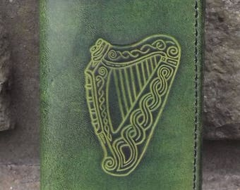 "Leath Credit cards holder , ""celtic harp"" design, colour ""vert anis "" (16 colours available)"