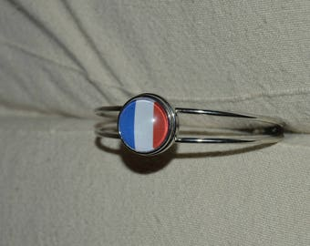 french flag chunk bracelet can be put on another bracelet that is in