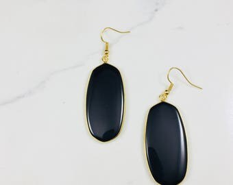 Black earrings // Fast and free shipping
