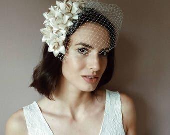 Flower Fascinator birdcage veil, Vintage style bride fascinator, bridal headpiece, bride fascinator