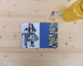"Soft case Alice in wonderland with ""drink me"""