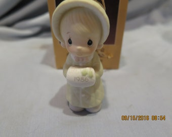 """Precious Moments """"Wishing You A Cozy Christmas"""" #102342 Olive Branch 1986"""