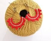 Boucles d'oreilles goutte au crochet rouge et doré, boucles bronze ethniques chic, cadeau anniversaire femme, boucles bohèmes femme