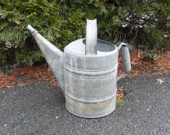 vintage watering can, galvanized metal, indoor/outdoor decor, home decor, rustic decor, farmhouse, garden decor