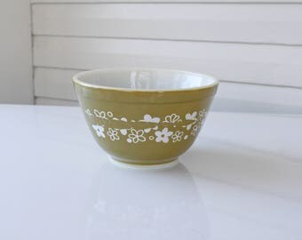 Vintage Manufacture Defect Flaw Misprint-Pyrex Spring Blossom-Crazy Daisy- Flower 401-Pyrex by Corning