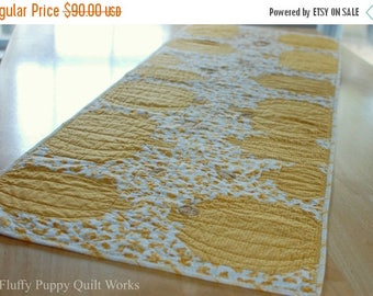 ON SALE Pumpkin Table Runner, Quilted Fall Table Runner, Autumn Leaves Table Decor, Pumpkin Fall Leaf Table Topper, Orange Gold Table Runner