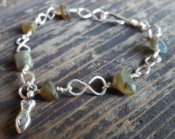 Labradorite Chip Silver Link Bracelet with Goddess Charm, Wire Wrapped Bracelet, Women Power Bracelet, Gemstone Silver Chain Link Bracelet