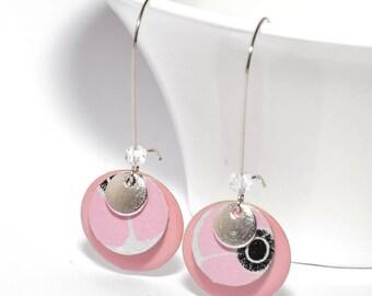 Boucles d'oreilles dormeuses sequins rose poudré, argentés et sequins fait-mains asanoha