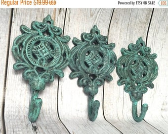 ON SALE Set of 3 Cast Iron Hooks - Verdigris/ or Pick Color - Entryway Coat Hooks - Bathroom Wall Hooks - French Country Decor - Shabby Chic