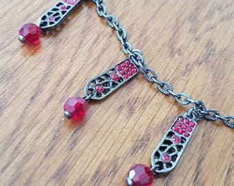 Necklace, Vintage Style, Gypsy Style, Bohemium Style, Short chain Pendant Necklace. Black Chain Red Beads.