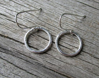 Silver hoop earrings, everyday earrings, gift under 25, gift for her, handmade earwire // Fine silver circle earrings // ready to ship