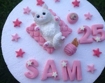 Cute edible kitten cake topper with blanket, accessories, name, age and stars