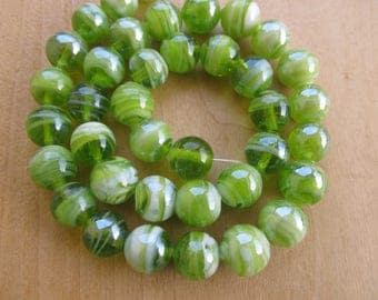 Set of 4 glass beads Lampwork, 12 mm in diameter, color: Green lime/white.