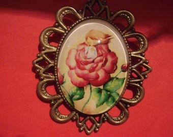 vintage style with a cabochon brooch: a little girl in pink