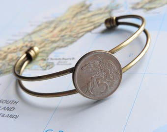 New Zealand coin cuff bracelet - 2 different designs - made of original coins from New Zealand - lizard - travelgift - flowers